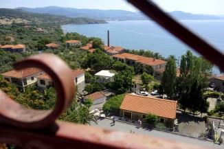Widok na Molivos - domy tradycyjnie tylko z kamienia i obowiązkowo czerwoną dachówką