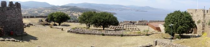 Naprawdę warto się tu wspiąć -widok z zamku w Molivos