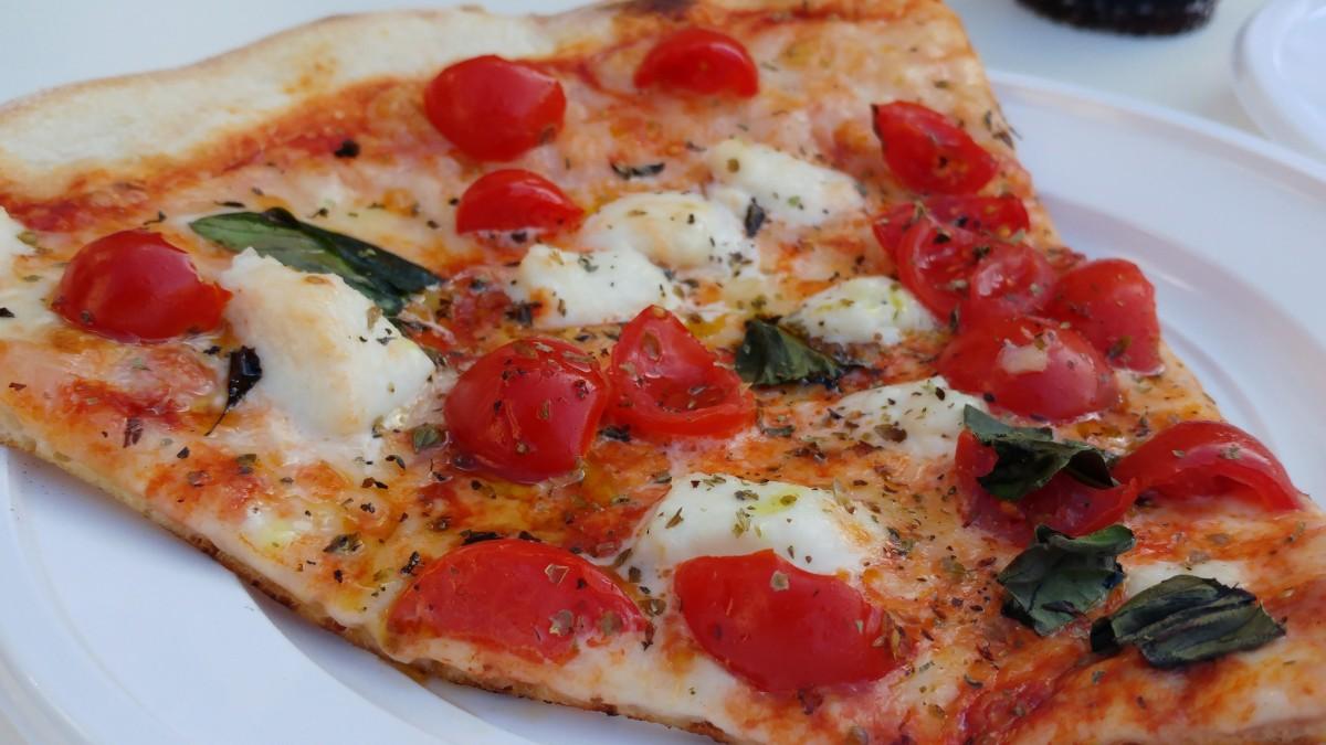 pizza margarita na kawalki (al taglio)