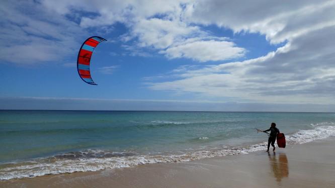 kitesurfing na plaży Sotavento